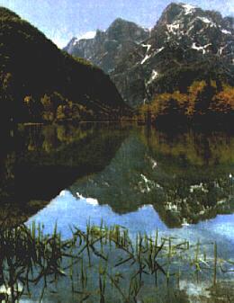 Almsee mit Toten Gebirge im Hintergrund